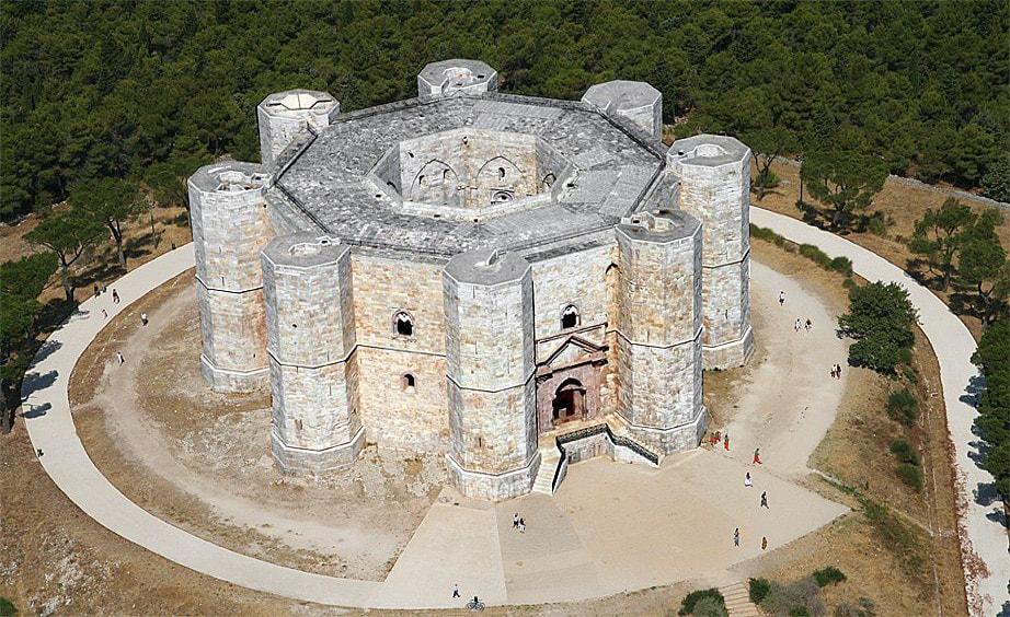Escursione a Trani e Castel del Monte